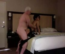 Tio rico fodendo com a prostituta no motel