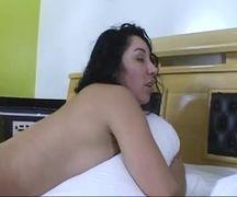Linda morena com xoxota gostosa no sexo quente