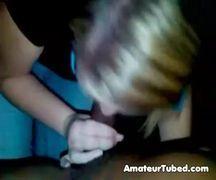 Negão ejaculando na boca da loirinha boqueteira
