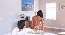 MILF Tiffany Brookes faz strip tease e fode