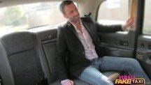 Taxista doido pra comer a cliente