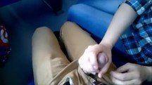 Namorada assanhada fazendo boquete em namorado dentro de metrô