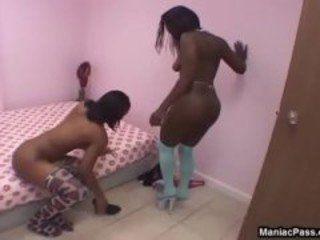 Lésbicas negras se chupando gostosinho